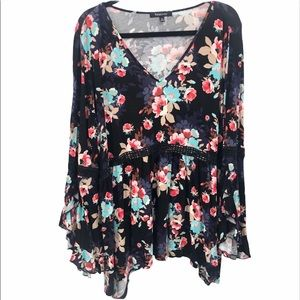 Relativity floral top bell sleeves V-neck Size 2X